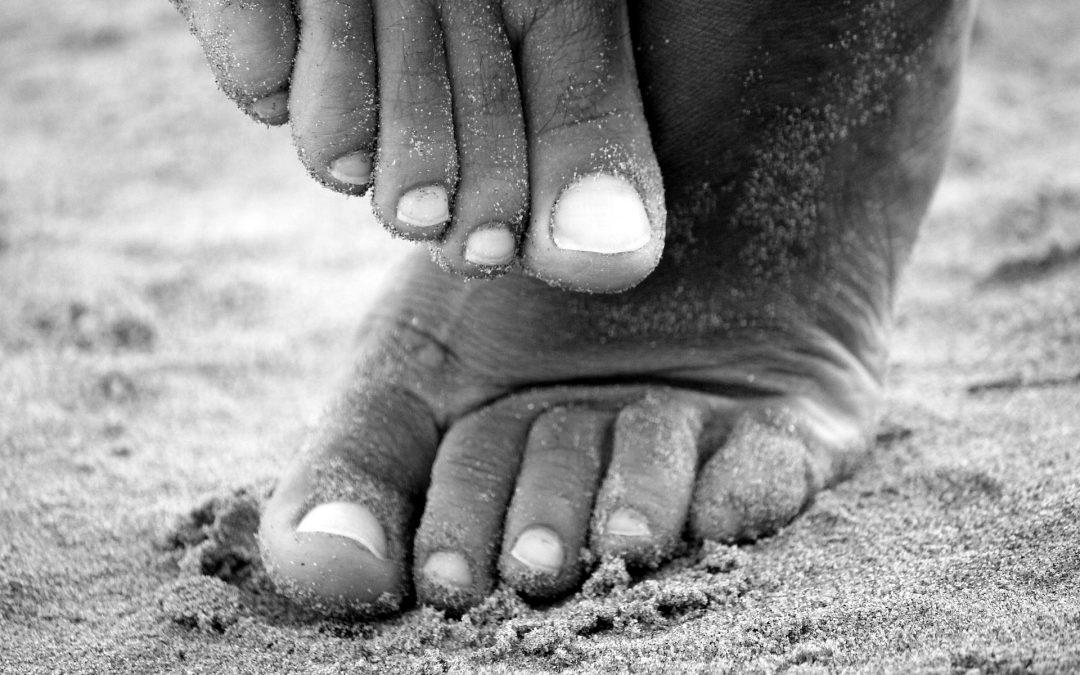 Jak skutecznie pozbyć się kurzajki na stopie?